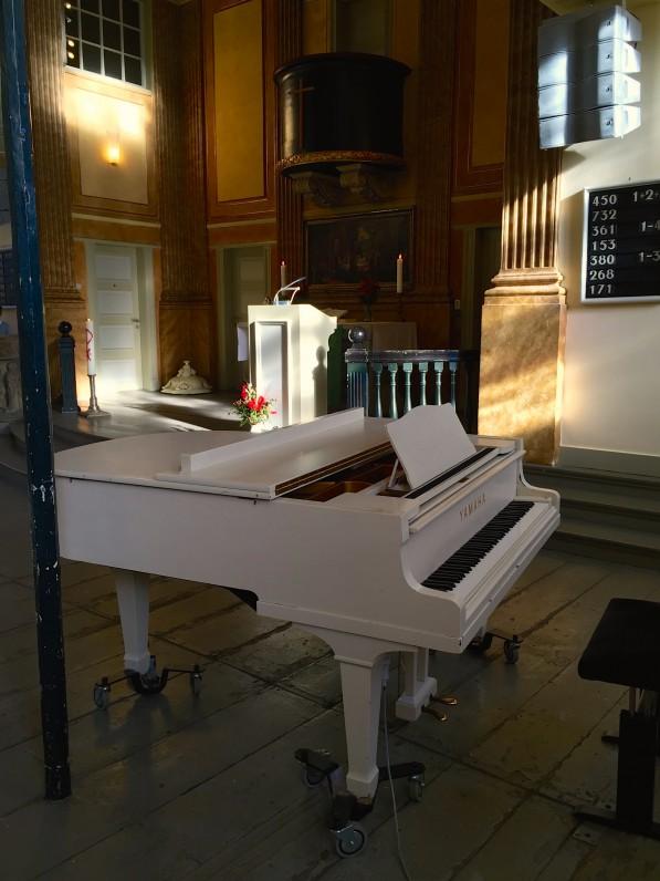 Integration von moderner Beschallung in einer historischen Kirche.