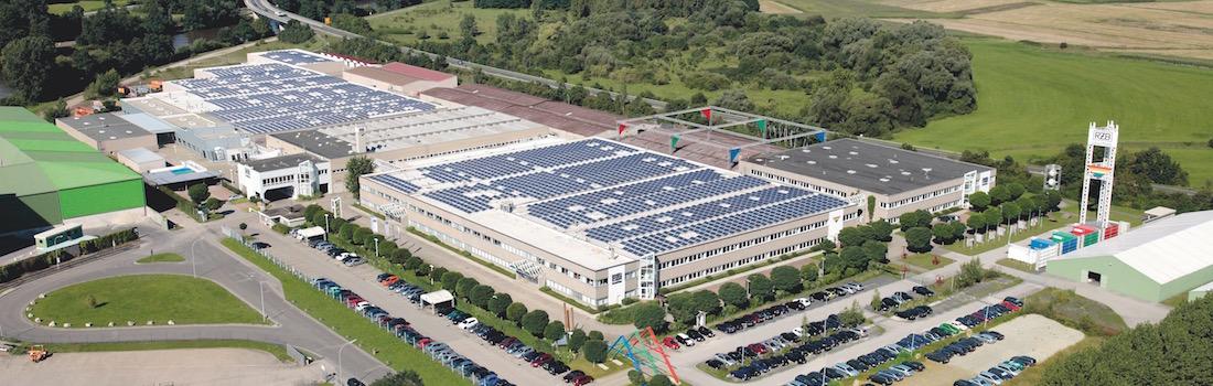 Das Bild zeigt eine Luftbildaufnahme der RZB Werke in Bamberg, in welchem der repräsentative Raum Lumen mit modernster Medientechnik ausgestattet wurde.
