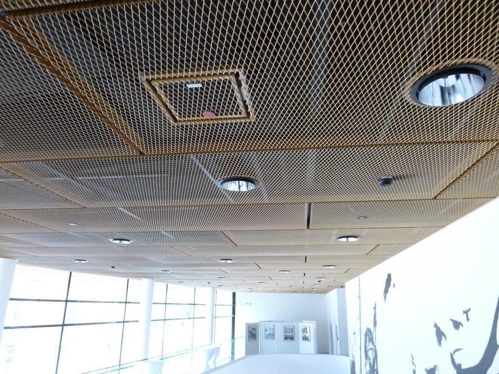 Akustikdecke, moderne Raumakustik, Architektur und Raumakustik im Einklang, Fachmann für Akustik und Beschallung