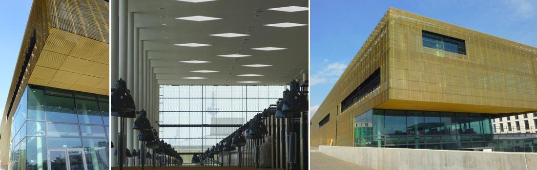 Das Bild zeigt eine Collage zum Projekt Goethe Uni Frankfurt Main. Das linke und rechte Bild zeigt das mit goldenem Streckmetall verkleidete Gebäude in Perspektiven. Das mittlere Bild zeigt die Universität-Bibliothek mit aufgereihten Leseleuchten. Im Hintergrund die raumhohe Glasfassade, mit einem Fernsehturm in der Ferne.