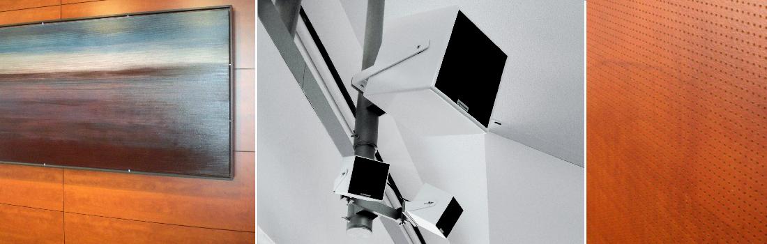 Das Bild zeigt eine Collage des Projekts Rathaus Taufkirchen. Das linke Bild zeigt ein Wandgemälde, das akustische Eigenschaften besitzt. Es handelt sich um eine Spezialanfertigung. Das rechte Bild zeigt eine fein gelochte Holzwand mit raumakustischen Eigenschaften. Das mittlere Bild zeigt ein sehr hochwertiges Beschallungssystem, in der Mitte mit Subwoofer und darunter mit kleinen Würfellautsprechern als Satellit.