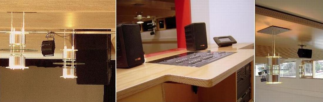 Das Bild zeigt eine Collage des Projekts Gemeindesaal Notzingen, in dem eine sehr hochwertige Beschallung eingebaut wurde. Links ist ein Line-Array System zu sehen, das teilweise in die Decke eingebaut ist. Das mittlere Bild zeigt den Regieplatz mit Mischpult, Regieabhörlautsprecher und einem Crestron-Touchpanel. Rechts ist eine Deckenpassage zu sehen, die mit Design-Leuchten und einem hochwertigen Delay-Lautsprecher bestückt ist.