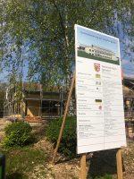 Das Bild zeigt die Bautafel der Lindelberghalle in Igensdorf.