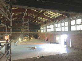 Das Bild zeigt den entkernten Innenraum der Lindelberghalle.